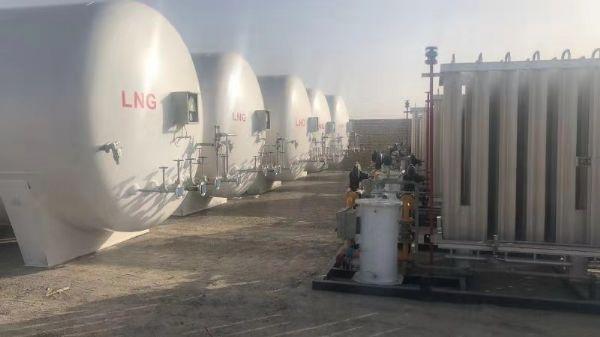 新疆库尔勒5台30立方LNG储罐+5台200立方汽化调压撬项目