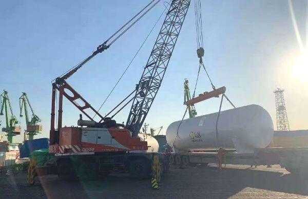 中杰特装出口尼日利亚6台60立方LNG储罐到达港口